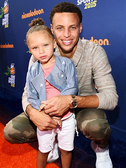 Star Tracks: Monday, July 20, 2015 | DREAM TEAM  | Just days after welcoming new daughter Ryan, Golden State Warriors star Stephen Curry brings his other M.V.P, Riley Curry, to Thursday's Nickelodeon Kids' Choice Sports Awards at the UCLA Pauley Pavilion.