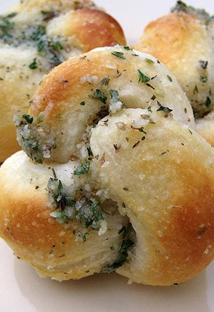 These Easy Parmesan Bread Knots take only 20 min. They go great with any Italian recipe or just as dinner rolls. Try these Bread Knots today. #reciperadar #foodporn #foodgasm