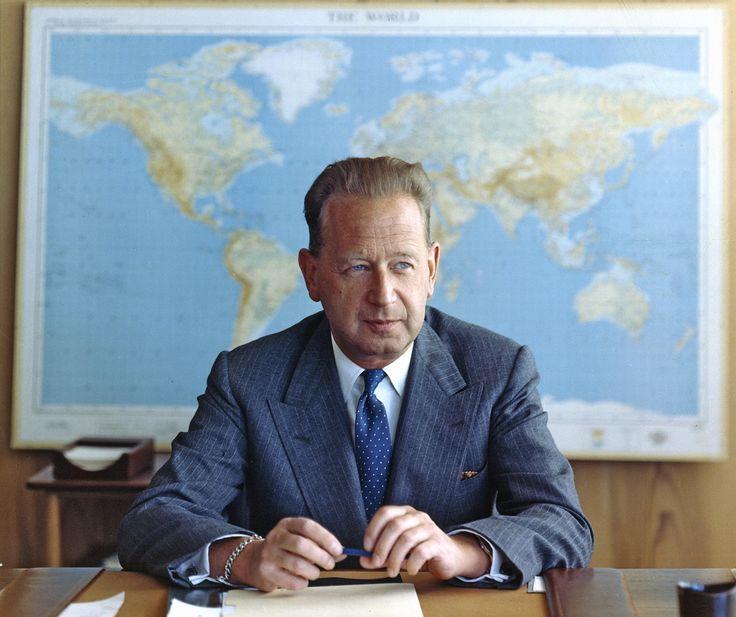 Prix Nobel de la paix 1961 - Honoré à titre posthume, Dag Hammarskjöld, le deuxième Secrétaire général de l'ONU a inlassablement œuvré à faire de l'ONU une organisation dynamique, efficace et indépendante, travaillant au service d'une paix durable.  En savoir plus : http://www.un.org/fr/sg/formersgs/hammarskjold.shtml