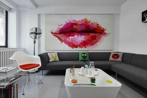 Celebrate The Kissing Day Each Day With Deliciously Kissable Wall Murals | Interior Design inspirations and articles