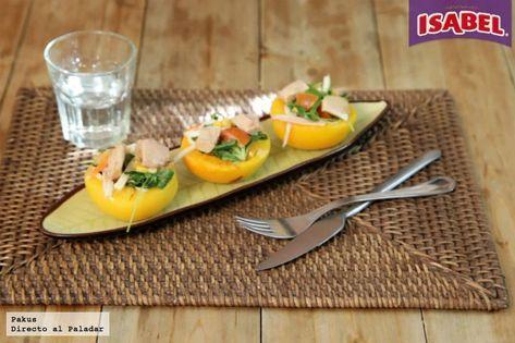 Melocotones en almíbar rellenos de ensalada de maíz, canónigos y atún Isabel [videoreceta]