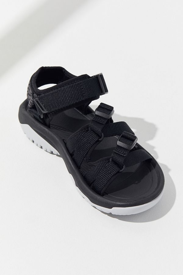 Women's Shoes: Sandals, Sneakers + Boots | Urban Outfitters