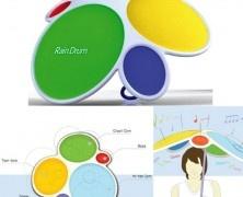Rain Drum: l'ombrello batteria. Il designer sud-coreano Dong Min Park, ha realizzato Rain Drum, un ombrello sul quale ci sono cinque pad rivestiti di tela cerata che, se colpiti dalla pioggia, riproducono i suoni di una batteria: tom-tom, rullante, cassa, charleston, piatto e una nota di basso. Via inewidea.com