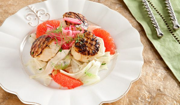 Grilled Scallops with Fennel and Grapefruit Salad