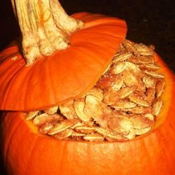 Caramelized Spicy Pumpkin Seeds: Holiday, Recipes Snacks, Pumpkins Seeds, Halloween Treats Food, Sweet, Pumpkin Seeds, Recipes Yum, Seed Recipes