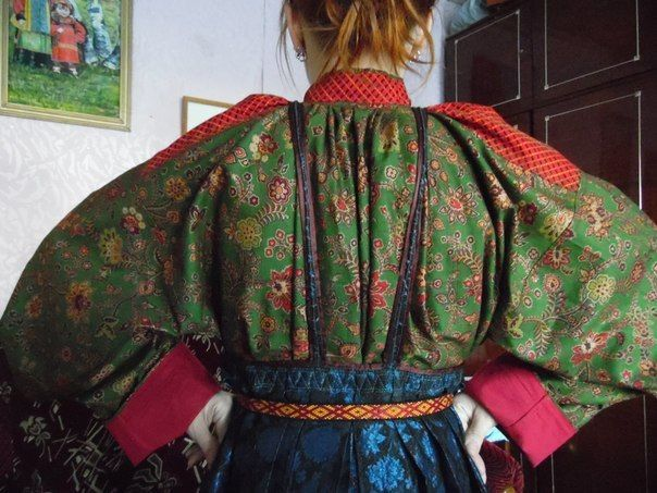 Varvara Zenina | VK As the ancient Greeks believes and after that, the Byzantines and then the Russians - The details may hide the strength and the power of the self-confidence. Traditionnally, FEODORA's outfits are finishing by the red tape (obereg)