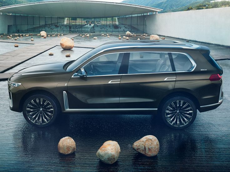 BMW promised to unveil something pretty big at the Frankfurt Motor Show and they weren't kidding as the company will introduce the new X7 iPerformance concept.