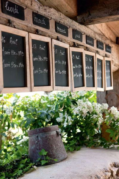 a to-do list. while not exactly brilliant, it's cute. Le Bois-Plage-en-Ré : la Maison du Figuier, une maison sinistrée qui reprend des couleurs - CôtéMaison.fr