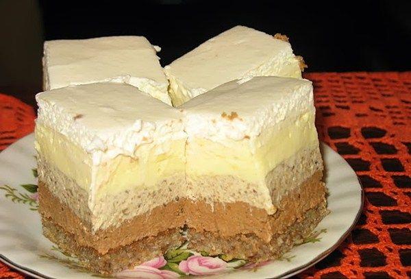 Lagani i osvježavajući kolač punog okusa banane,poseban jer je bez ulja i margarina(maslaca)! Sastojci: Biskvit: - 6 bjelanjaka - 8 kašika(punih) šećera - 8 kašika (punih) brašna - 4 kašike(pune) s...