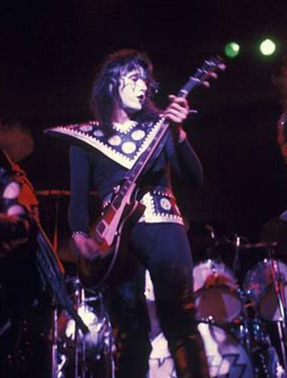 Pin By Pat On Kiss Ace Frehley Kiss Pictures Hot Band