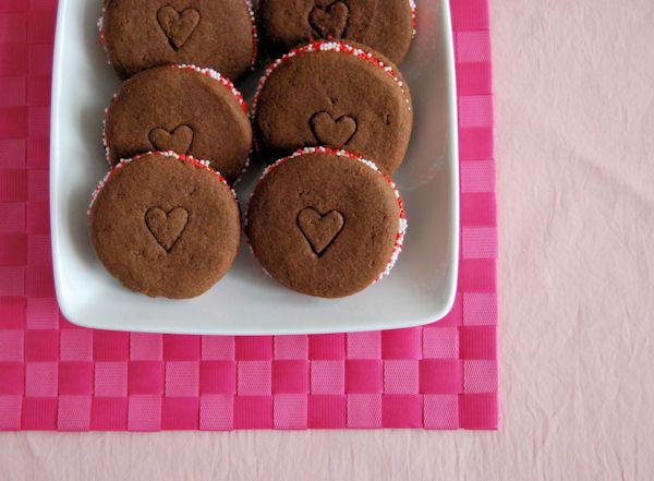 Deze valentijn koekjes zijn hartstikke leuk om te maken en je zult jouw valentijn er zeker mee verrassen.