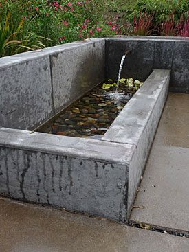 Exceptionnel Modern Dyed Concrete Water Feature