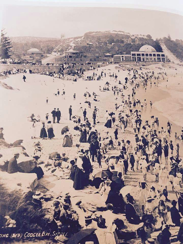 Coogee Beach south of Sydney (Photo undated). v@e.