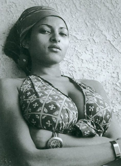 A reader rightly pointed out that we need more Pam Grier around here. I haven't seen this one before, have you?