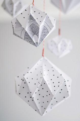 赤ちゃんから子供、さらには大人でも楽しめる飾り「モビール」は、自分オリジナルの手作りだとユニークなインテリアにもなる。紙や布で作ることはもちろん、意外な材料やア…