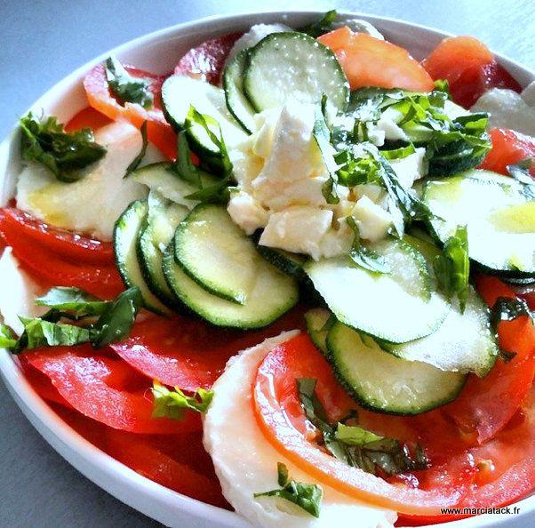 Les courgettes crues en salade, c'est une autre façon de découvrir la courgette et de s'en ravir !