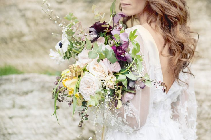 Beautiful and romanic bridal bouquet @ Borgo Pignano near Volterra, Italy. By CaterinaHoffmannPhotography