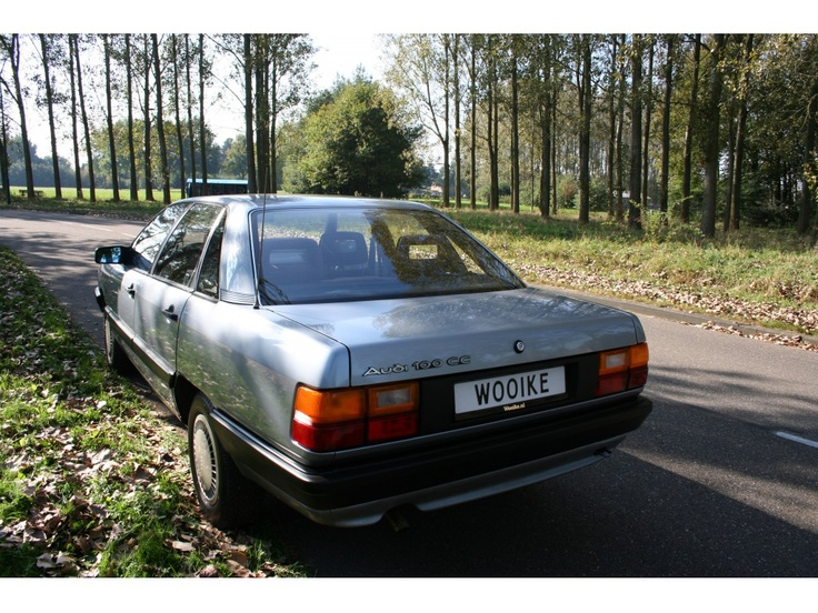 Audi Model:100 Type:2.0 5 Cil. CC Belastingvrij Inrichting:Sedan (4 drs) Vermogen motor:115 PK Aantal cilinders:5 Bouwjaar:oktober 1986 Kleur:Lichtblauw metalic (LY 5V) metallic Bekleding:(Donker blauw) Brandstof:Benzine Versnellingsbak:Handgeschakeld, 5 versnellingen Km. stand:142.000 km Cilinderinhoud:1.994 cc Gewicht (leeg):1.200 kg Max. trekgewicht:1.300 kg Gemiddeld verbruik:7,8 l/100km BTW/Marge:Marge Prijs: € 4.750 Kosten rijklaar maken:€ 550