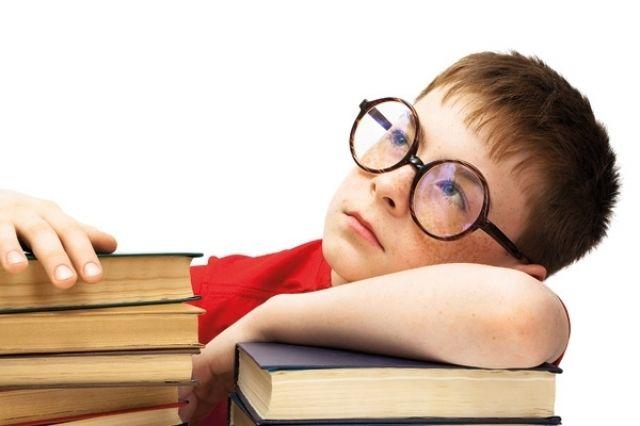 Как распознать астигматизм у ребенка?   Если ребенок жалуется на плохое зрение, головную боль, неприятные ощущения в надбровной области, быстро утомляется – все это может свидетельствовать о наличии астигматизма (или других нарушений рефракции, например, дальнозоркости или близорукости). Для того чтобы поставить правильный диагноз и спрогнозировать развитие зрительной системы у ребенка с астигматизмом, необходимо в первую очередь пройти полное обследование зрения. Осмотр при помощи…