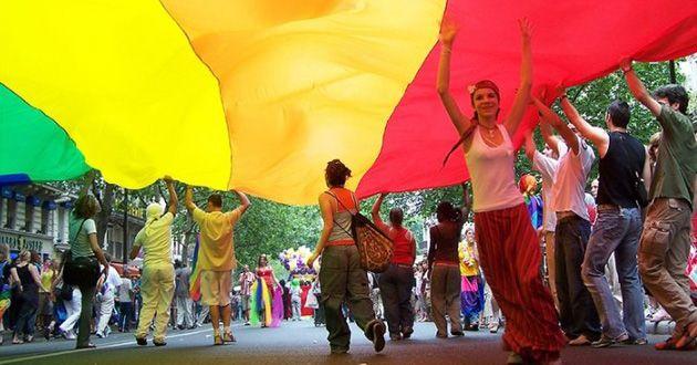 Mexicano propone espacio para comunidad LGBT en debate migratorio