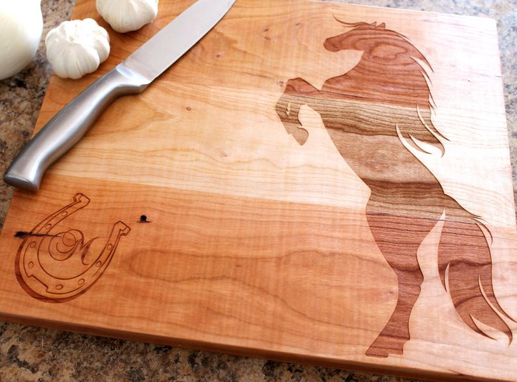 Personalized cutting board - Custom engraved gift - Horse lovers gift - Western Wedding gift - Housewarming gift von 4EvergreenEngraving auf Etsy https://www.etsy.com/de/listing/182737242/personalized-cutting-board-custom