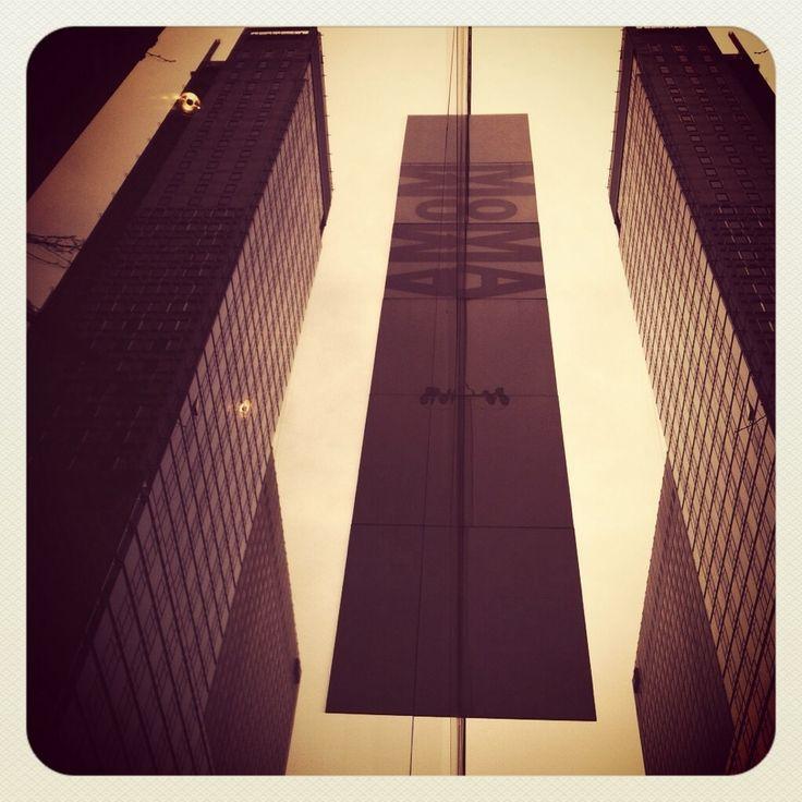 Tarde lluviosa en Manhattan, hay que aprovechar para ver museos como el MoMA. #nytrip #mochileros @nycgo_es #nuevayork