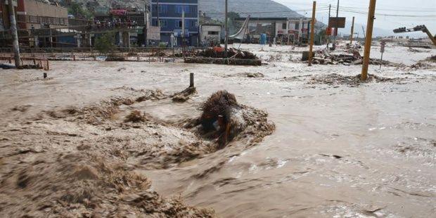 """El norte de Perú sufre lluvias más intensas desde que comenzó el fenómeno climático """"Niño costero"""""""