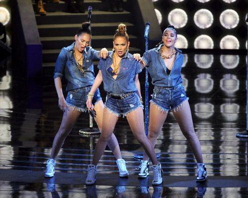 Jennifer Lopez kills 'American Idol' performance in the shortest shorts EVER | ¿Qué Más?