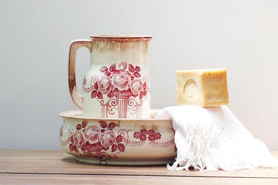Vasque et broc de toilette Villeroy et Boch roses shabby #nécessairedetoilette #villeroyetboch #bassinandpitcher #bassin #pitcher #roses #pink #vintage #frenchvintage #brocante #shabbychic