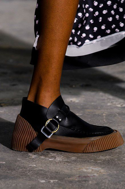 3aededca9d085 Le scarpe di moda per l Autunno Inverno 2018 2019 viste alle sfilate sono i  modelli che vorremmo avere SUBITOelleitalia
