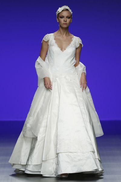 Robes de mariée Cymbeline 2016 : Quand avant-garde et tradition se lient à la perfection Image: 32