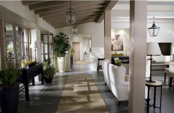 Amazing living room and corridor in Cameron Diaz house in The Holiday. Courtesy of hookedonhomes.com