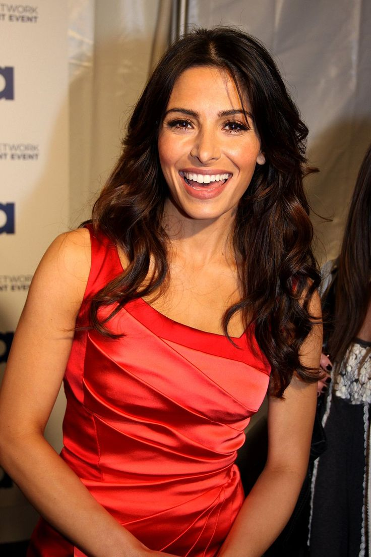 "Sarah Shahi - Born in Euless Tx. currently staring in the tv series ""Person of Interest."" Got her start in the tv series ""The L Word!"""