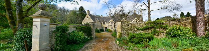https://flic.kr/p/UUtVxz | Bibury, England. | Bibury, England. It is a village and civil parish in Gloucestershire. It is a nationally notable architectural conservation area depicted on the inside cover of all United Kingdom passports. It is a major destination for tourists visiting the traditional rural villages, tea houses and many historic buildings of the Cotswold District.  Bibury, Inglaterra.