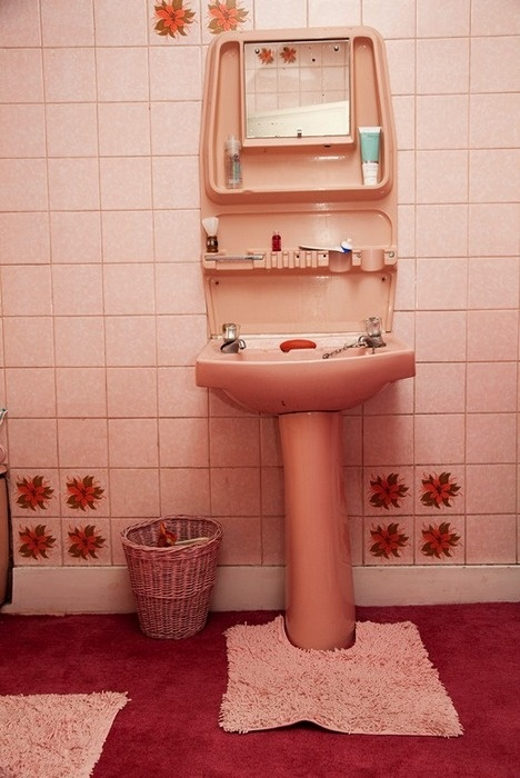 1000 images about pink bathroom on pinterest pink for Pink retro bathroom ideas