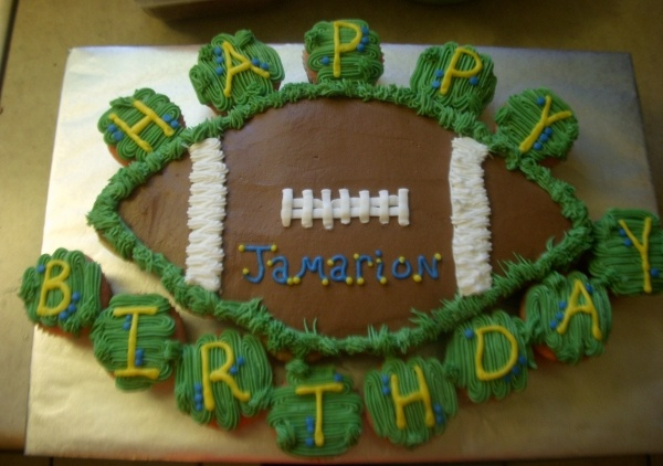 Football Cake with cupcakes~ Perhaps chocolate cake for the FB and then white for the cupcakes????