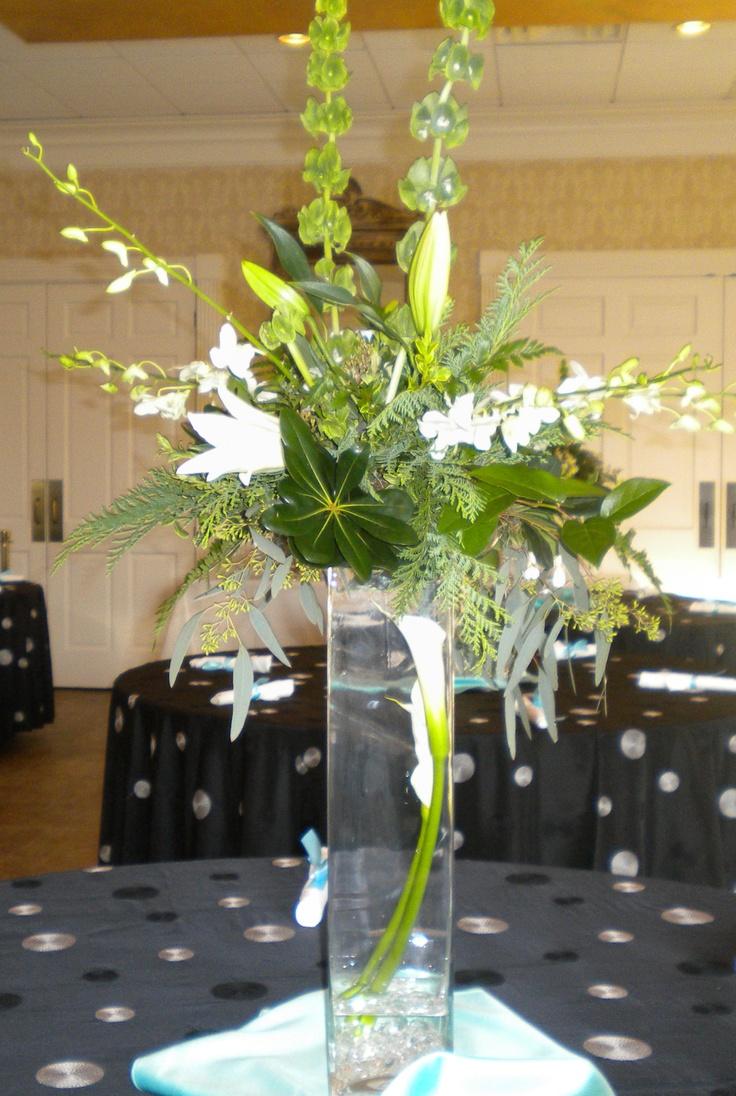 wedding flowers. reception flowers. table arrangement
