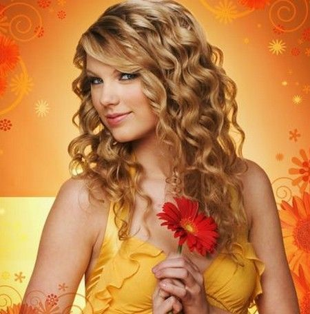Taylor Swift has naturally curly hair, hairstyle is a long and romantic pieces for their beauty is to increase its part is the crown of hair, eyes, surrounded by eye to tease, She said.
