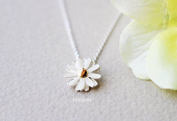 Daisy+pendant+necklace+in+silver+Daisy+necklace+by+Brillants