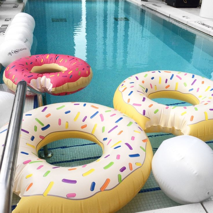 Donut Floaties in Pool. Check out my weekly reviews on: designdschungel.com