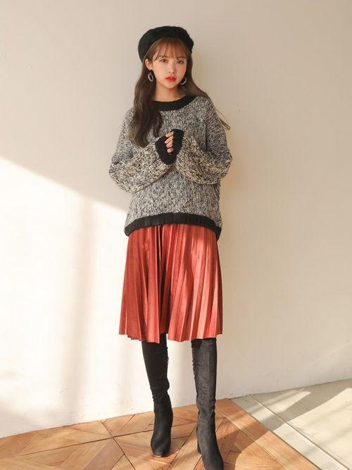 【カラーラインルーズニットトップス】    マルチカラーが鮮やかなニットセーター。地の色にカラフルな