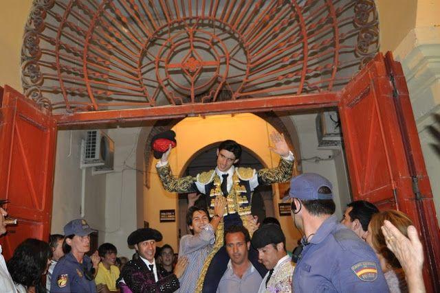 HOMENAJE DE LA COFRADIA DE JESÚS DEL PRENDIMIENTO A VICTOR BARRIO EN HELLIN   Albacete Hellin Noticias Toros Semana Santa Victor Barrio