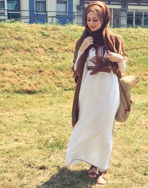white dress with cognac scarf, Modest street hijab fashion http://www.justtrendygirls.com/modest-street-hijab-fashion/