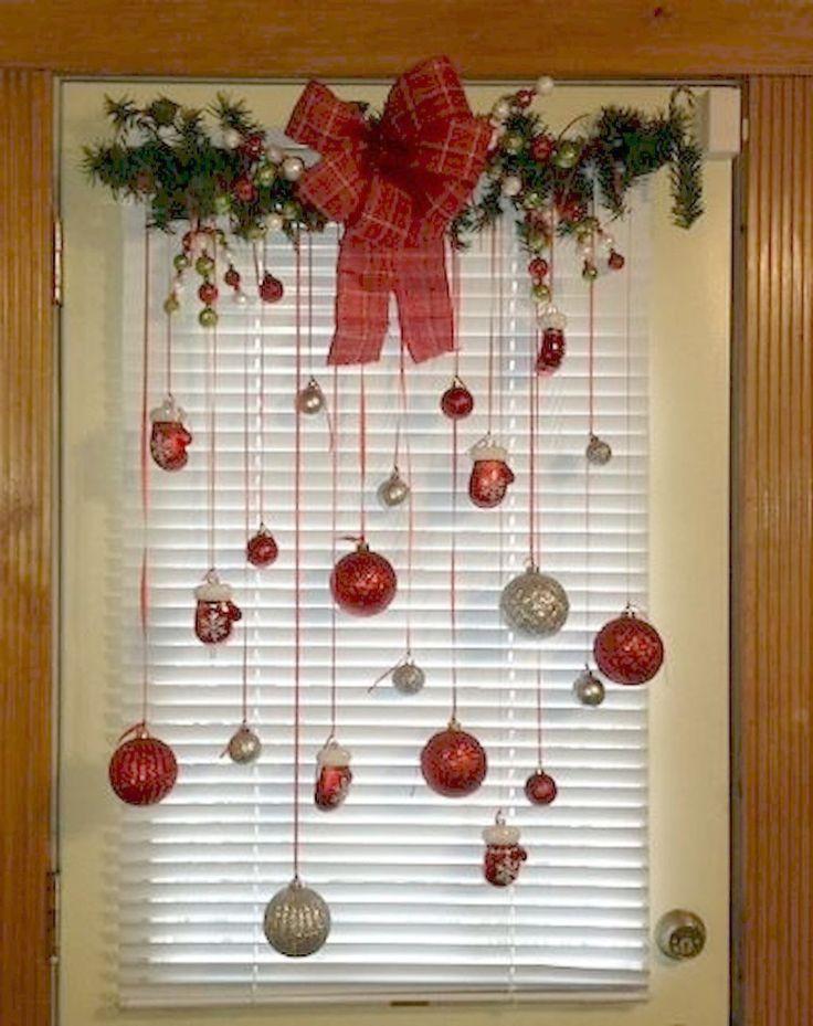 Arbre de Noël à effet de serre. Magasin d'arbres de Noël, avenue centrale autour de Diy