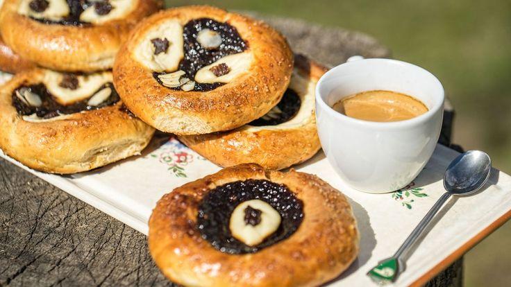 Kdobynemiloval klasiku našich babiček – kynuté koláče stvarohem apovidly? Myjsme sedonich tentokrát pustili ofous zdravěji aklasickou pšeničnou mouku jsme nahradili špaldovou. Jsou vynikající!