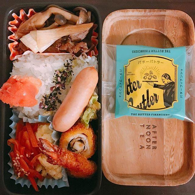 ☺︎ #今日のお弁当 🍱 ・ #メニュー は #すき煮 🐃 #ソーセージ  #ササミロール 🐓 #エビフライ 🍤 #にんじんのきんぴら 🥕 #ポテトサラダ 🥔 #焼きたらこ と#5色の花むすび 🌸 #デザート は#バターバトラー の #バターフィナンシェ ♡ ・ 食べたい物と#常備菜 入れたらモリモリ😂 ・ ・ 今週もおしまい、頑張ろう金曜日◡̈⃝ ・ ・ ・ #お弁当 #弁当 #お弁当記録 #お弁当生活 #お弁当部 #お昼が楽しみになるお弁当 #meat #肉 #beef #vegetables #chicken #instafood #butter #butterbutler #financier #sweets