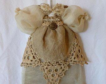 Bambola angelo juta antico lino Doilie maglia Trim rustica eleganza primitivo albero artigianale Topper quello di un angelo custode gentile OOAK