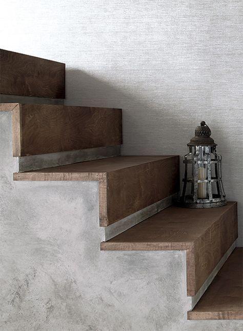 Scala di cemento rivestita a legno
