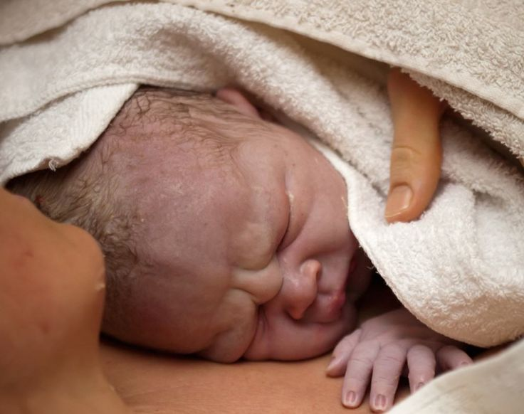 7 Huge Benefits of An Undisturbed First Hour After Birth