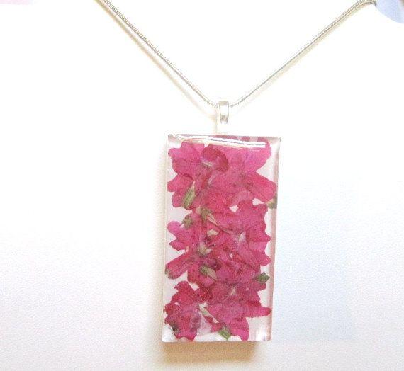 pressed flowers resin jewelry